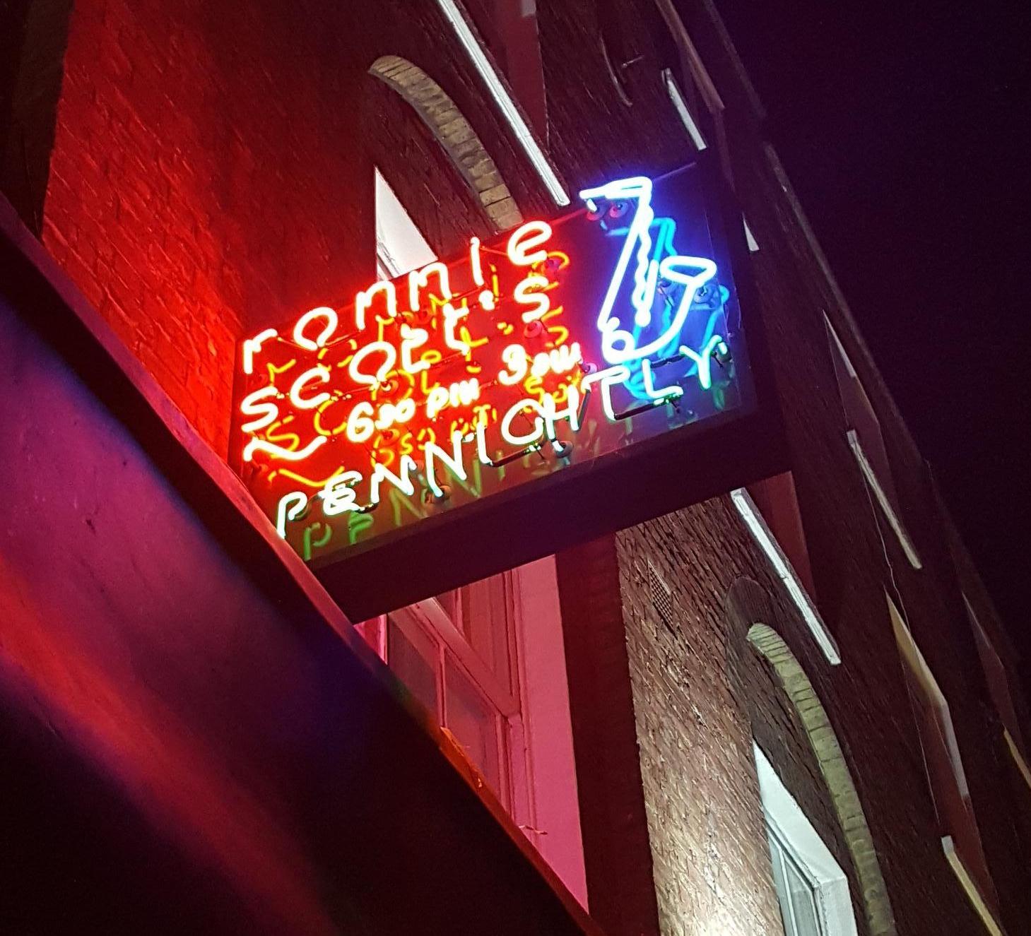 20180406_Ronnie Neon